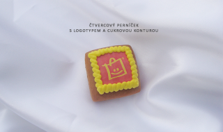 Čtvercový perníček s logotypem a cukrovou konturou